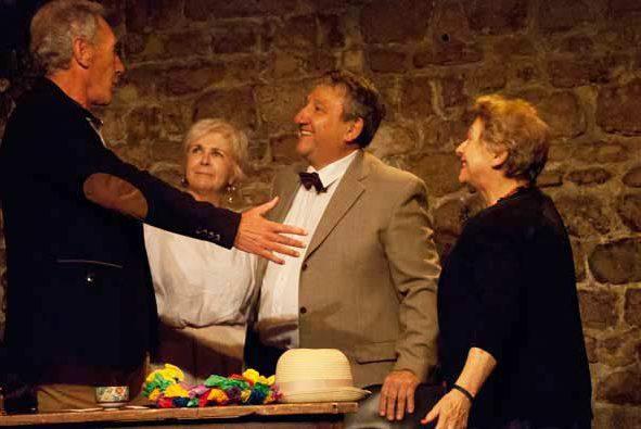 seniors en cours de théâtre